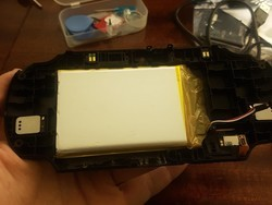 Reddit user fits a whopping 6000mAh battery into his PSVita