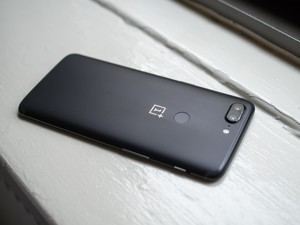 OnePlus may have scrapped water resistance from the OnePlus 5T last minute