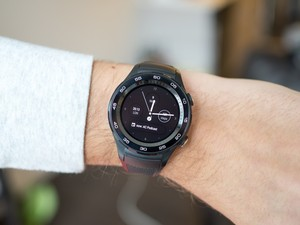 Android Oreo for the Huawei Watch 2 strips non US/UK Android Pay support