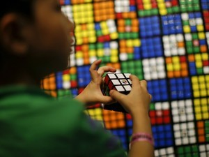 This robot can solve the Rubik's cube in less than half a second